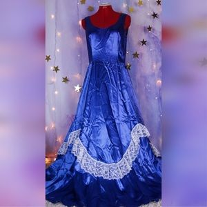 COSTUME Southern Belle with blue long satin dress